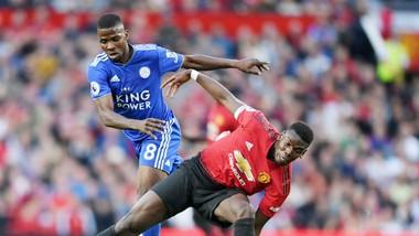 Paul Pogba (phải) thi đấu tập trung và quyết tâm ở trận khai mạc. Ảnh: Getty Images