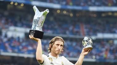 Modric sẽ tiếp tục đánh bại Ronaldo? Ảnh: Getty Images.