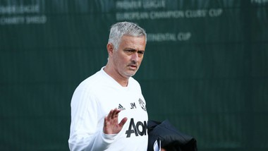 HLV Jose Mourinho khẳng định quyết tâm ở lại Man.United. Ảnh: Getty Images