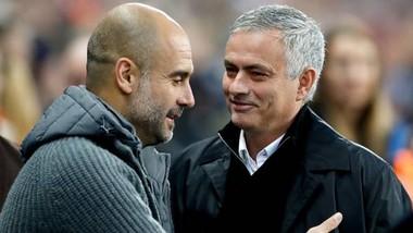 Pep Guardiola và Jose Mourinho trong lần đối đầu gần nhất hồi giữa tháng 11, với Man.City giành chiến thắng 3-1 trên sân nhà. Ảnh: Getty Images