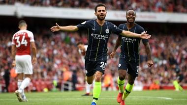 Bernardo Silva và Raheerm Sterling ghi bàn cho Manchester City