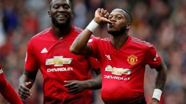 Fred ăn mừng bàn thắng