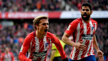Antoiner Griezmann và Diego Costa (phải, Atletico Madrid)