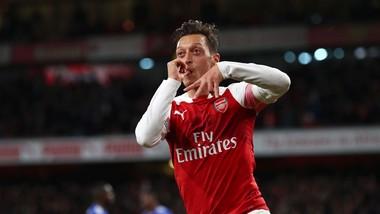Mesut Oezil đã chọn Arsenal là nhà của mình
