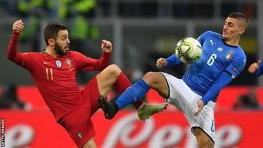 Bernardo Silva (trái, Bồ Đào Nha) teranh bóng với Verratti (Italia)