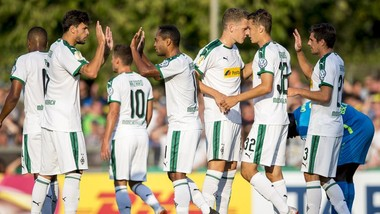 Niềm vui chiến thắng của các cầu thủ Borussia Monchengladbach