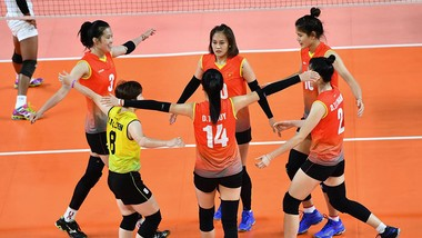 Khoảnh khắc ăn mừng chiến thắng của các cô gái bóng chuyền Việt Nam