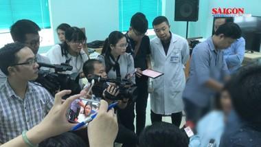 Phẫu thuật gắp viên đạn ra khỏi mắt bệnh nhân thành công