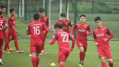 Tiến Linh (7) đã tập luyện cùng đội. Ảnh: MINH HOÀNG