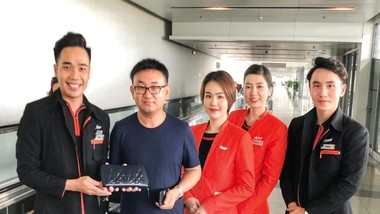 Tổ tiếp viên Jetstar Pacific trao trả số ngoại tệ trị giá trên 125 triệu đồng cùng tài sản giá trị của hành khách bỏ quên trên máy bay