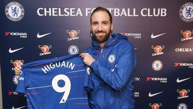 Gonzalo Higuain hy vọng là giải phát tốt cho hàng công của Chelsea. Ảnh: The Sun
