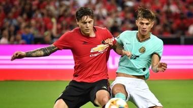Victor Lindelof (trái) chỉ huy hàng phòng ngự chơi tốt trước Inter Milan. Ảnh: Getty Images