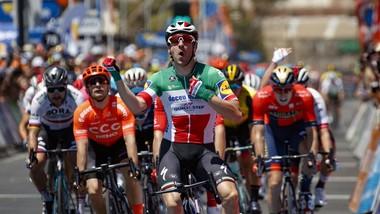 Elia Viviani ăn mừng chiến thắng đầu tiên