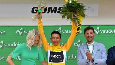 Egan Bernal mặc Áo vàng Tour de Suisse