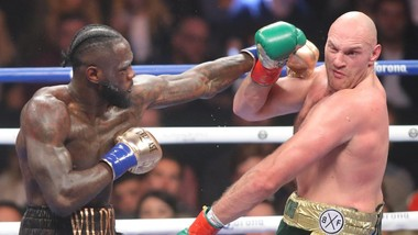 Fury (phải) sẽ tái chiến với Wilder vào tháng 2 năm sau?