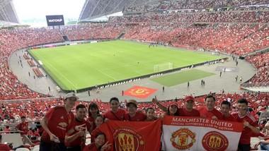 Đông đảo fan MU Việt Nam sang Singapore cổ vũ Quỷ đỏ