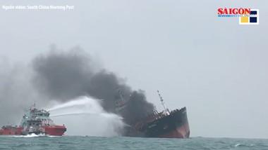 Cận cảnh tàu chở dầu của Việt Nam bốc cháy dữ dội ở ngoài khơi Hồng Công