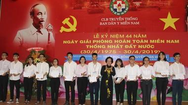 Học bổng Nguyễn Văn Hưởng - 21 năm tiếp sức sinh viên ngành y