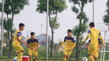 Đội U22 Việt Nam trên sân tập chiều 22-7. Ảnh: MINH HOÀNG