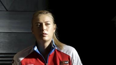 Maria Sharapova trong màu áo tuyển Nga ở Fed Cup