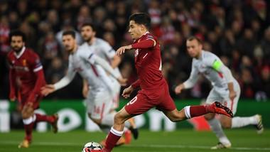 Philippe Coutinho (Liverpool) sút thắng quả phạt đền, mở tỷ số. Ảnh: Getty Images.