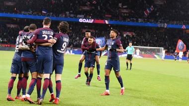 Paris SG ăn mừng danh hiệu vô địch mùa đông. Ảnh: Getty Images.