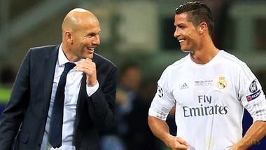 HLV Zinedine Zidane ủng hộ Ronaldo ký hợp đồng mới. Ảnh: Getty Images.