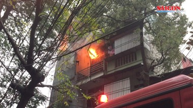 Hà Nội: Cháy lớn ở cửa hàng phụ tùng ô tô