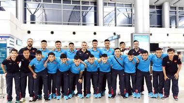 Toàn đội tại sân bay Tân Sơn Nhất trước lúc lên đường. Ảnh: ANH TRẦN