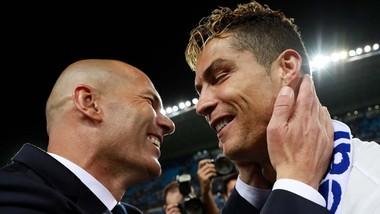 Zidane (trái) có dấu ấn đặc biệt trong thành công của Real