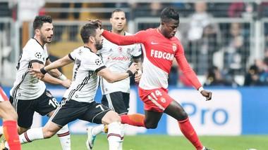 Dù rất nỗ lực nhưng AS Monaco (phải) vẫn không thể giành trọn 3 điểm trên sân của Besiktas. Ảnh: Getty Images