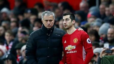 Jose Mourinho hy vọng Henrikh Mkhitaryan (phải) sẽ tái tạo lại động lực sau đòn trừng phạt vừa qua. Ảnh: Getty Images