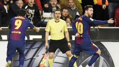 Chú thích ảnh: Messi phản ứng với trọng tài. Ảnh: Getty Images