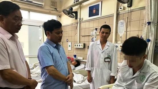 """Phó Chủ tịch TP Hà Nội đến bệnh viện thăm nạn nhân sốc ma túy - Dư luận """"dậy sóng""""!"""