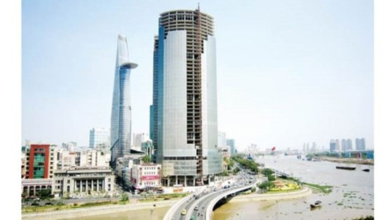 Saigon One Tower (R) at 34 Ton Duc Thang has been half done since 2011 (Photo: SGGP)