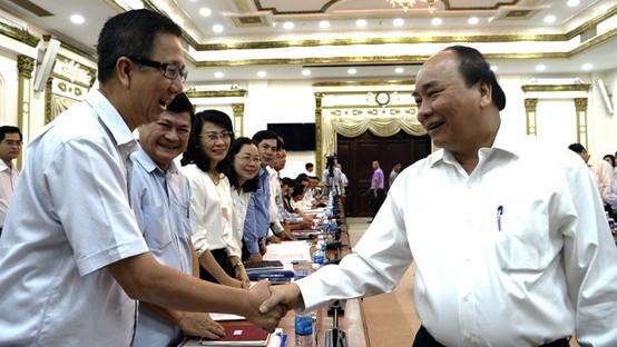 政府總理阮春福與各位代表交流。(圖源:自忠)