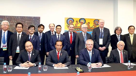 Thủ tướng Nguyễn Xuân Phúc dự đối thoại giữa các nhà lãnh đạo APEC với Hội đồng tư vấn doanh nghiệp APEC (ABAC)                                                                 Ảnh: TTXVN