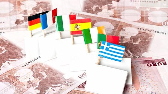 """Nguy cơ """"Bom nợ"""" toàn cầu: Châu Âu - Núi nợ 12.500 tỷ EUR"""