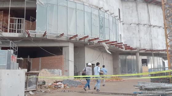 Trung tâm thương mại Giga Mall đang được thi công trên đại lộ Phạm Văn Đồng.