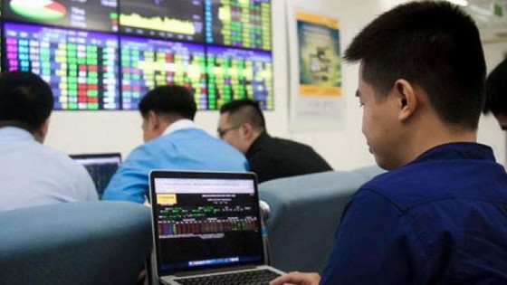 VN Index mất hơn 18 điểm, nhưng thanh khoản vượt mốc 6.000 tỷ đồng