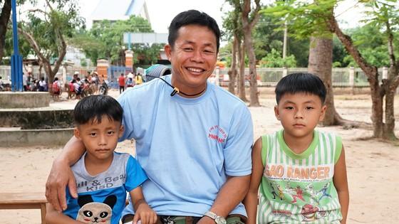 Niềm vui đến trường ở xóm Việt kiều