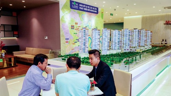 With the current apartment value of up to billions VND, if a transaction from 300 million must be put into questionable and report to the government, it will be unfeasible, unrealistic. Photo: LONG THANH