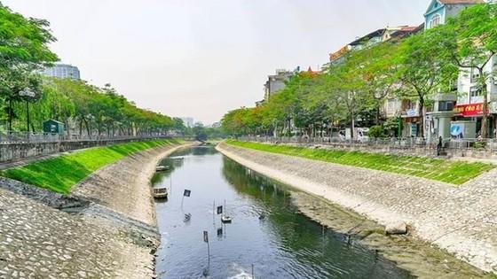 Đoạn sông Tô lịch gần đường Hoàng Quốc Việt, quận Cầu Giấy, Hà Nội. (Ảnh: P.V/Vietnam+)