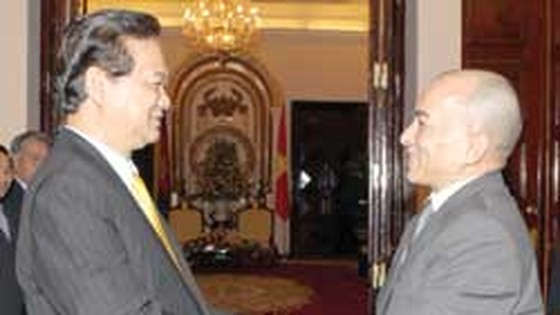 PM greets Cambodian King