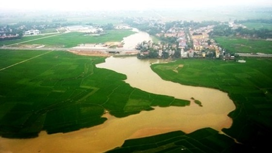 US calls for climate change action in Vietnam
