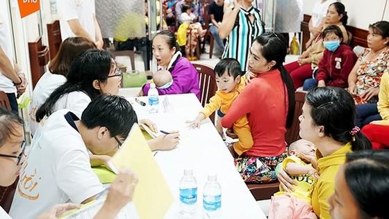 The delegation provides free treatment at the Ho Chi Minh City National Hospital of Odonto-Stomatology. (Photo: Sggp)