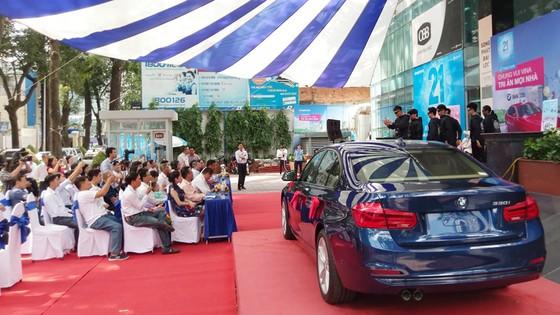Chiếc xe hơi BMW 330i cho khách hàng Ngô Duy Tân