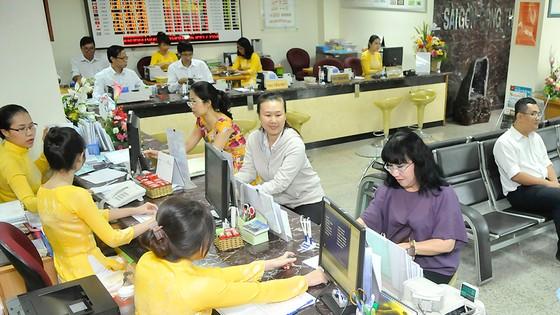 Giao dịch tại Saigon Bank    Ảnh: CAO THĂNG