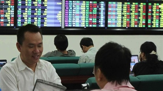 VN Index down on the back of blue chips