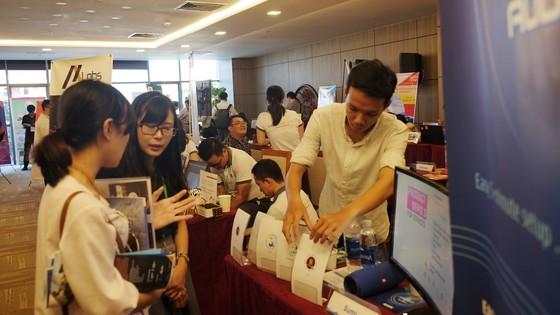 Nhiều sản phẩm đổi mới sáng tạo được trưng bày tại triển lãm Khởi nghiệp Đà Nẵng SURF 2017.